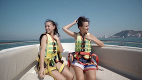 游艇的愉快的女孩 图库摄影