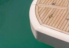 游艇的木甲板 免版税库存照片