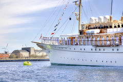 游艇等待丹麦的女王/王后 库存图片