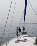 游艇船身和帆柱 库存照片