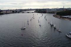 游艇节日在河neve的圣彼德堡 航行游艇在河 免版税图库摄影