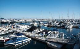 游艇被停泊在利马索尔小游艇船坞,塞浦路斯 库存照片