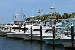 游艇靠码头在小游艇船坞在佛罗里达 免版税库存照片