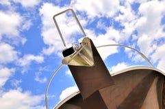 游艇题头在天空和云彩下 免版税库存图片