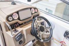 游艇驾驶舱从木头和皮革的 库存照片