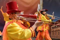 游行乐队,斯图加特的长号手在狂欢节队伍的 免版税图库摄影