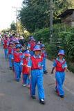 游行在体育天主要学生 免版税库存照片