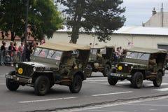 游行在国庆节的第二次世界大战的美国吉普7月14日,法国 免版税库存图片