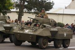 游行在国庆节的第二次世界大战的美国坦克7月14日,法国 库存图片