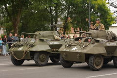 游行在国庆节的第二次世界大战的美国坦克7月14日,法国 库存照片