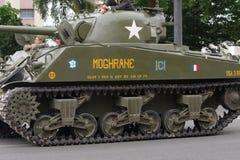 游行在国庆节的第二次世界大战的美国坦克7月14日,法国 免版税库存图片