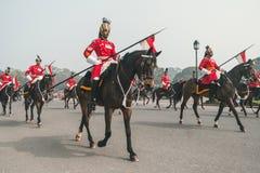 游行在拉杰道路,准备的新德里下的登上的战士 图库摄影