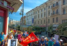 游行在方形的假日年2017年5月9日 俄罗斯,符拉迪沃斯托克 免版税库存照片