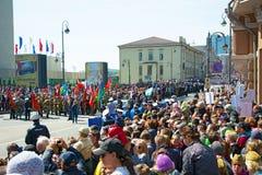 游行在方形的假日年2017年5月9日 俄罗斯,符拉迪沃斯托克 图库摄影