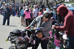 游行在第37个每年黄水仙节日在梅里登,康涅狄格 免版税库存图片