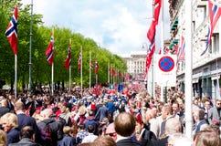 游行在第17的奥斯陆可以 免版税库存照片
