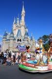 游行在迪斯尼世界的不可思议的王国城堡在奥兰多 免版税库存图片