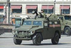 游行排练以纪念胜利天在莫斯科 GAZ Tigr是俄国4x4,多用途,所有地域的步兵流动性 免版税库存图片