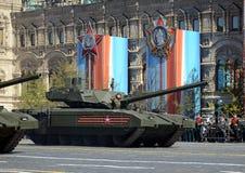 游行排练以纪念胜利天在莫斯科 T-14 Armata是基于的俄国先进的下一代主战坦克 免版税库存图片