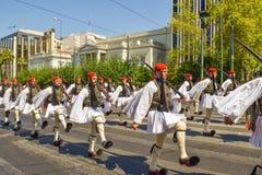 游行改变卫兵在雅典 图库摄影