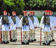 游行改变卫兵在雅典 库存图片