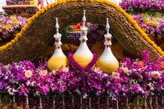游行汽车用许多在年鉴42th清迈花节日的花装饰 库存照片