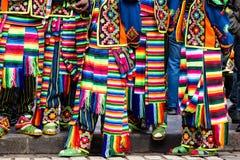 游行的秘鲁舞蹈家在库斯科。 免版税库存图片