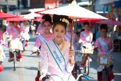 游行的,伞节日俏丽的妇女在泰国 库存照片