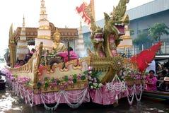 游行磨擦Bua节日(莲花投掷的节日)在泰国 库存图片