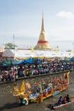 游行磨擦Bua节日(莲花投掷的节日)在泰国 免版税库存图片