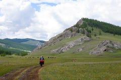 游览在蒙古北部山的自行车 免版税库存图片