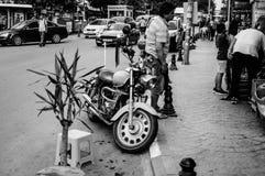 游览在街道边的摩托车 免版税图库摄影