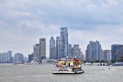 游览在黄浦江,上海,中国的小船 库存图片