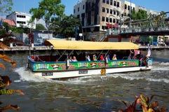 游览小船在马六甲 库存照片