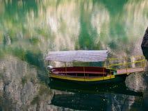 游览小船, Matka峡谷,马其顿 免版税库存照片