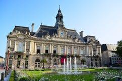 游览的城镇厅–法国 免版税库存照片