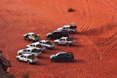 游览的Â旅游吉普在红色沙子 免版税图库摄影