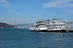 游览船在旧金山 库存图片