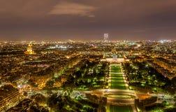 游览蒙巴纳斯和Ecole Militaire如被看见从艾菲尔铁塔 免版税库存照片