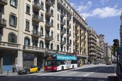 游览车在巴塞罗那,西班牙 免版税库存图片