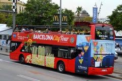 游览车在巴塞罗那,西班牙 免版税库存照片