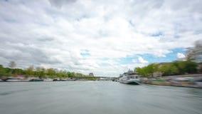 巴黎 游览马达船浮游物击倒 股票视频