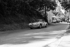 游览1956年在集会Mille Miglia的一辆老赛车的阿尔法・罗密欧1900 C超级SPRINT 2017年 图库摄影