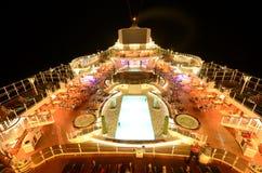 游轮上面甲板在晚上 免版税库存照片