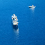 游轮在地中海 在视图之上 免版税库存照片