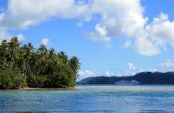 游轮在塔希提岛 库存照片