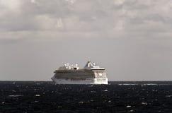 游轮小游艇船坞在北海。 库存图片