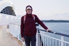 游轮甲板的游人  免版税图库摄影