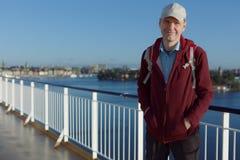 游轮甲板的游人  免版税库存图片