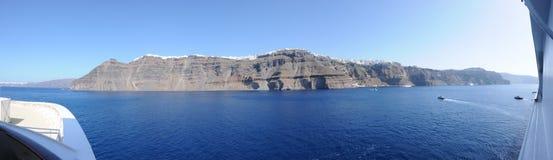 从游轮的圣托里尼Fira全景 免版税库存图片